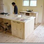 SPF.パイン材の家具で新築で