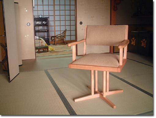 おふくろへの椅子・回転アームチェア