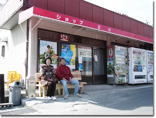 駅前のベンチ