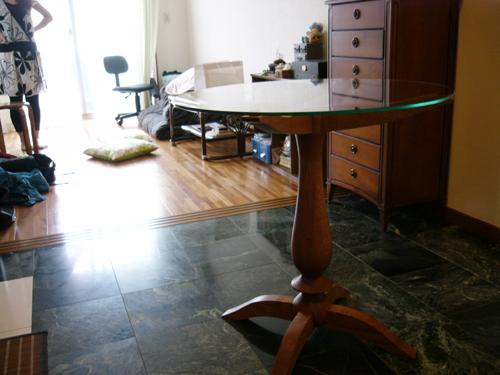 円形ガラステーブル・ベリーダンス