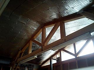 工場の屋根裏