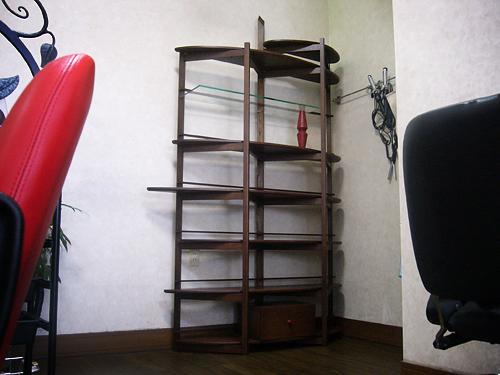 美容室のオープンシェルフ