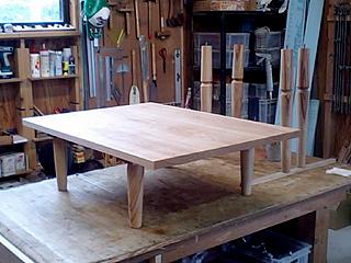 ミーティング用テーブル塗装初日
